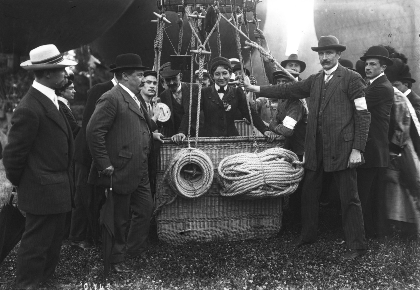 Mlle_Marvingt_Grand_prix_Aéro_Club_de_France_1910_(cropped).jpg