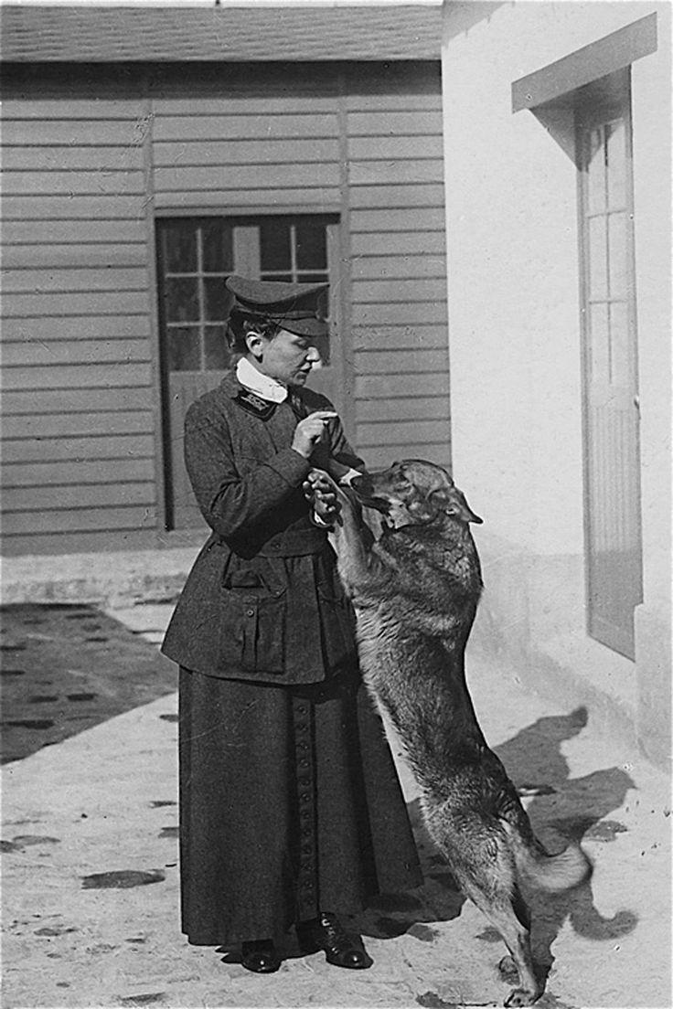 Nicole_Girard-Mangin_avec_Dun_(1878-1919).jpg