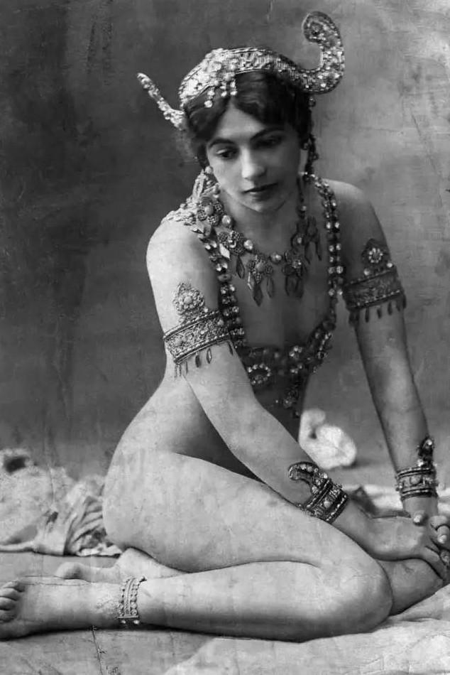 Mata-Hari_Paris_1910.jpg