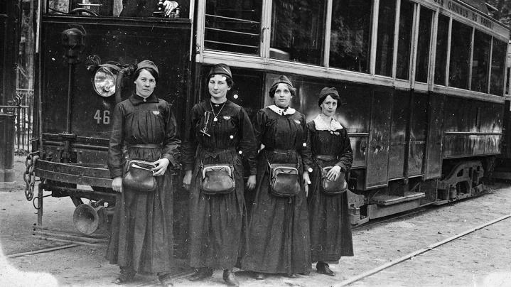 femmes_tram
