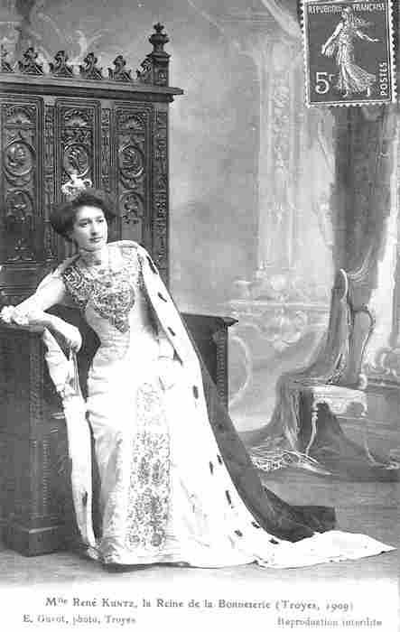 Mlle Rene Kuntz la Reine de la Bonneterie Troyes - 1909