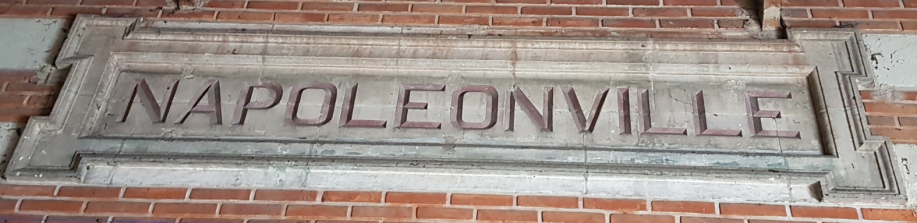 Napoleonville_sur_pignon_nord_de_la_gare