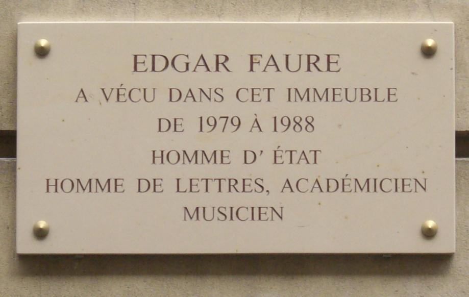 Plaque_Edgar_Faure,_134_rue_de_Grenelle,_Paris_7