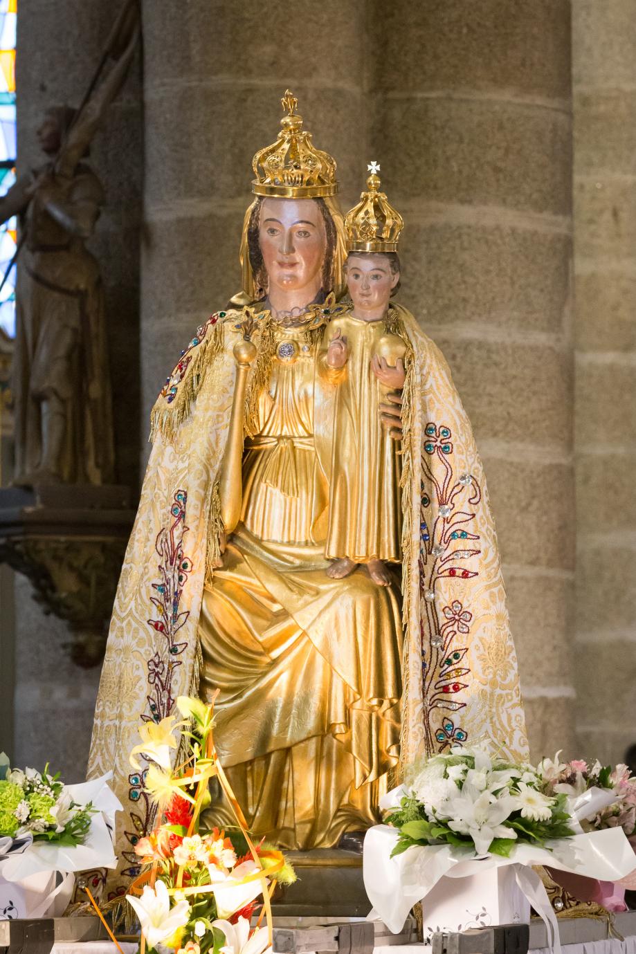 Pontivy_-_Basilique_Notre-Dame-de-la-Joie_20200906-25_statue_Notre-Dame_de_Joie