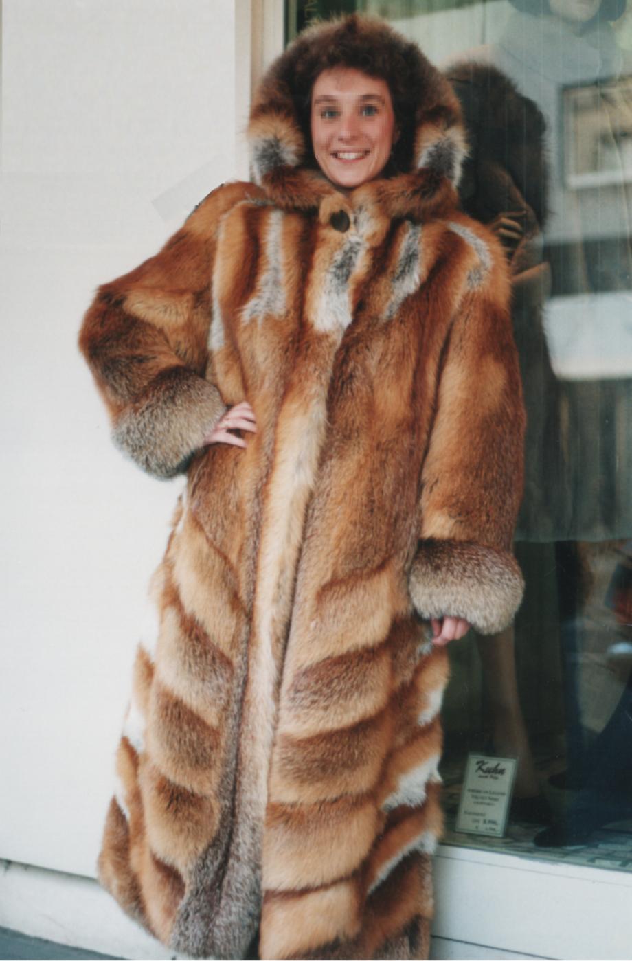 Red_fox_fur_coat,_Germany_1999
