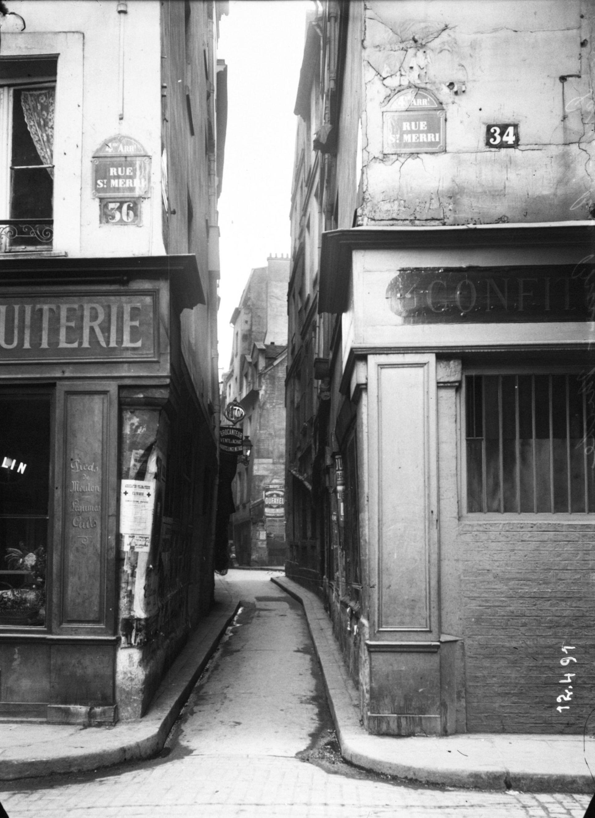Rue_Brisemiche_&_Rue_Saint-Merri,_Paris,_1911