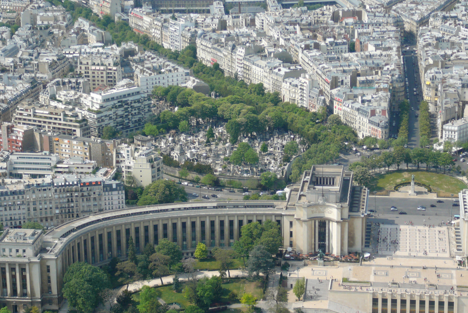Trocadero_and_cemetery