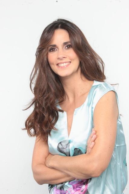 Caroline_Munoz_portrait-visage-sourire-robe_1563490475.jpeg