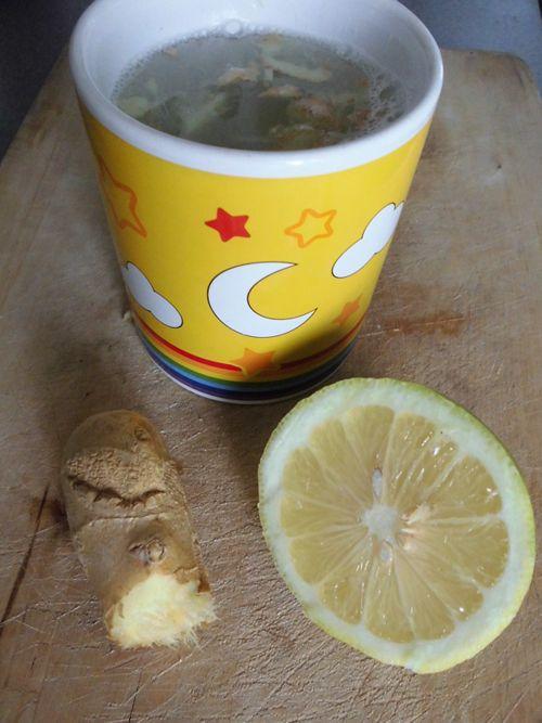 pourquoi boire de l 39 eau au citron et gingembre jeun. Black Bedroom Furniture Sets. Home Design Ideas
