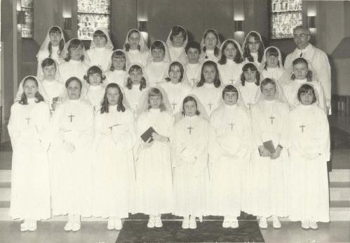 classe 56 filles grande communion PR.jpg