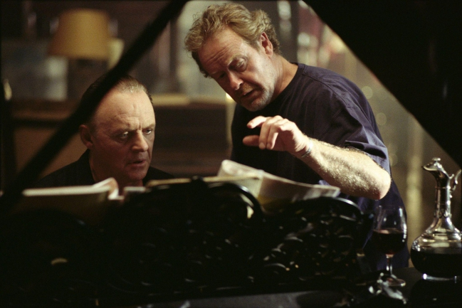 still-of-anthony-hopkins-and-ridley-scott-in-hannibal-(2001).jpg