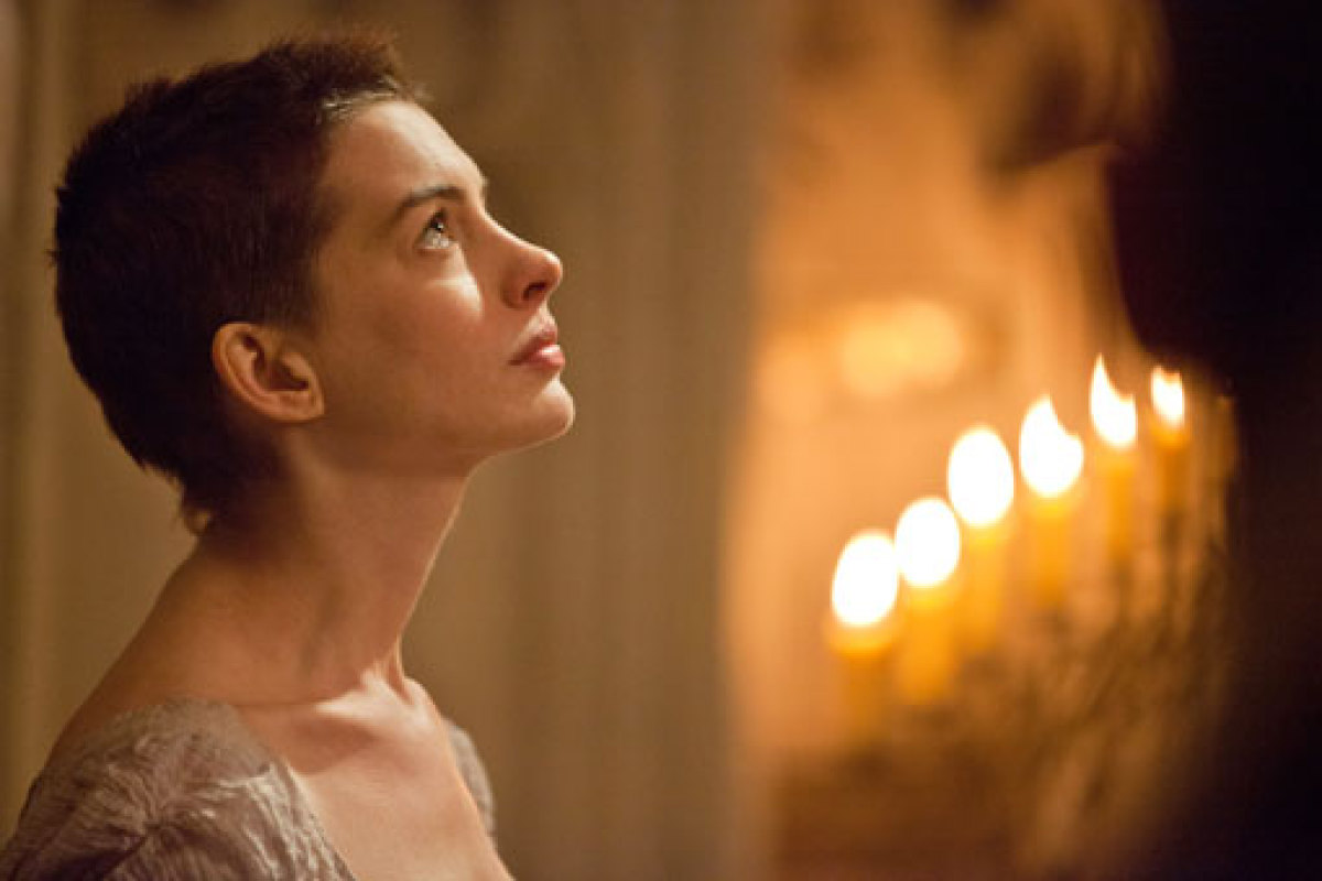 watch-anne-hathaway-dreams-a-dream-in-first-trailer-for-les-miserables.jpg