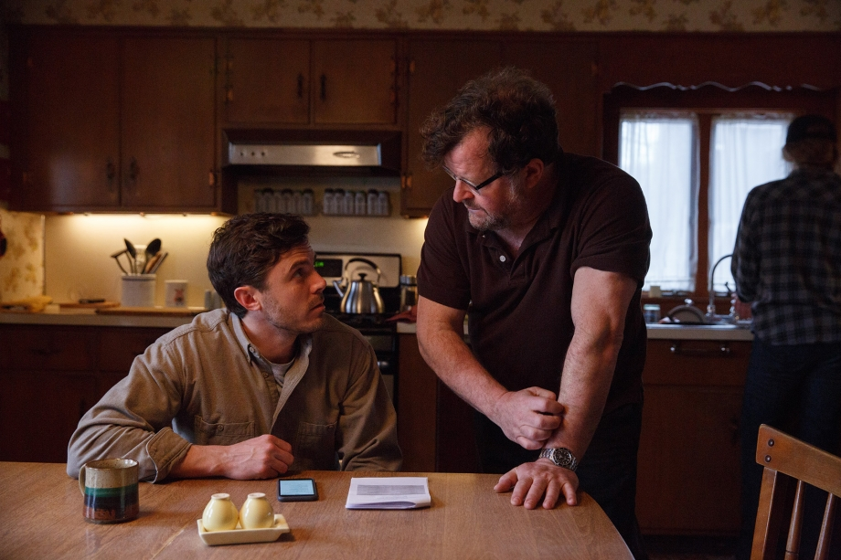 Casey-Affleck-and-Kenneth-Lonergan-on-the-set-of-MANCHESTER-BY-THE-SEA.jpg