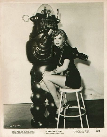 vintage-femme-pinup-robot-07.jpg