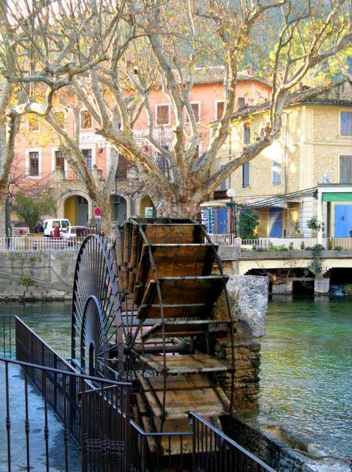Fontaine du vaucluse.jpg