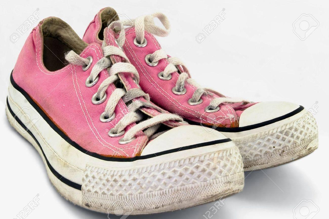 une paire de vieilles-chaussures de tennis rose.jpg