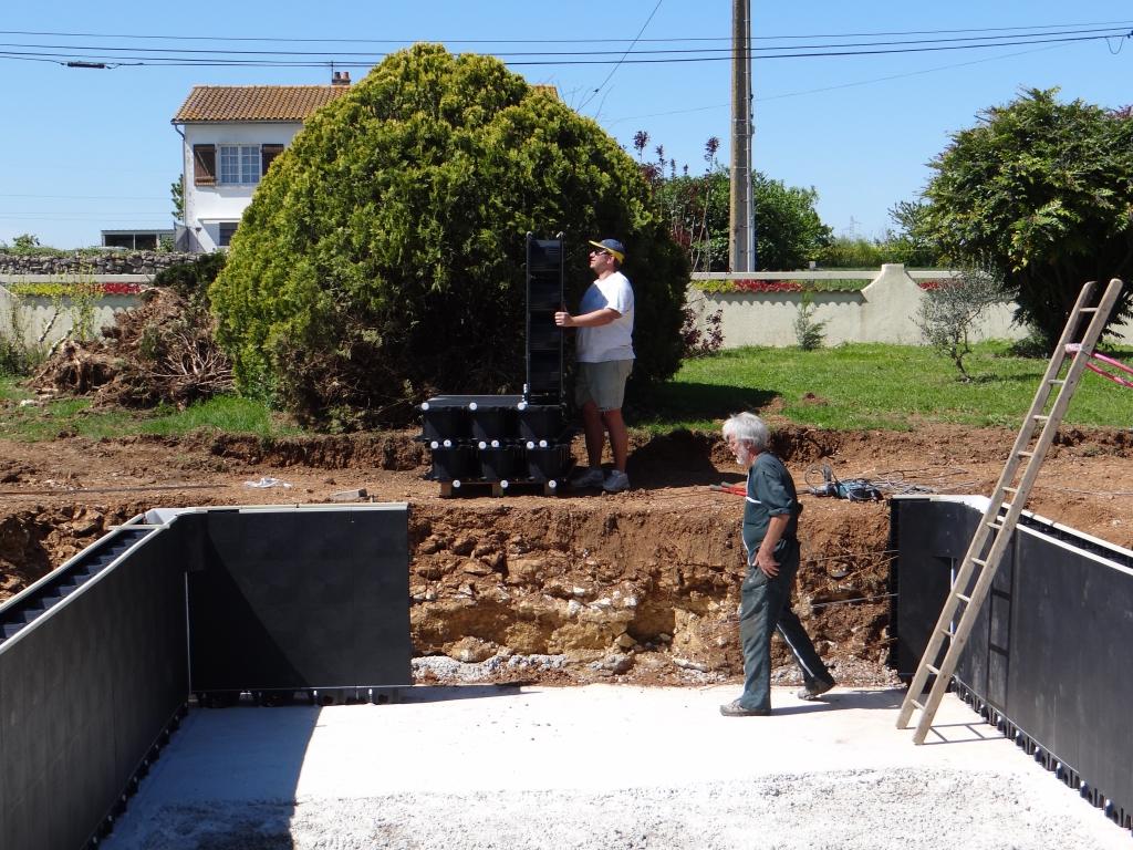 Montage de la structure auto construction piscine magiline for Auto construction piscine