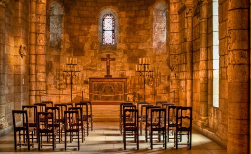 Medieval-chapel-The-Cloisters-New-York-City.jpeg