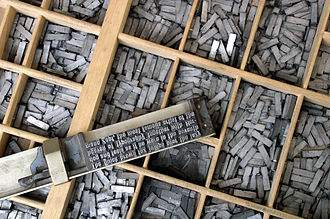 330px-Metal_movable_type.jpeg