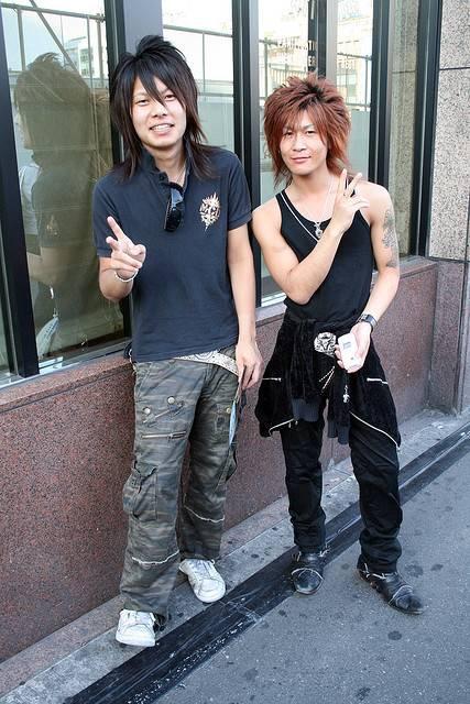 jeunes_hommes_japonais.jpeg