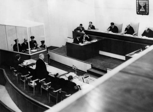 Au-coeur-du-film-Hannah-Arendt-le-proces-Eichmann_article_popin.jpeg