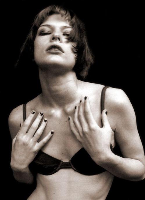Milla_Jovovich-Peter_Lindbergh-14.jpeg
