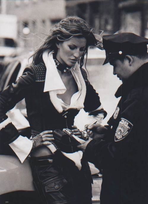 gisele_bundchen-ph.peter_lindberg-harper's_bazaarUS-september2004-urban_essentials-6.jpeg