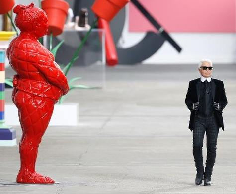 Defile-de-mode-collection-pleine-de-fraicheur-dans-une-galerie-Chanel_article_main.jpeg