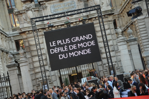 Galeires+Lafayette+le+plus+grand+defile+de+mode+du+monde+Paris+Haussmann+l'essentiel+de+la+coiffure+.jpeg