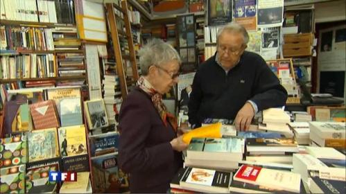 dans-l-antre-d-une-des-plus-petites-libraires-de-paris-10445815nmaji.jpeg