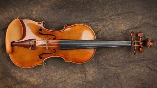 140522_z656d_violon-vole-montreal-sq_sn635.jpeg