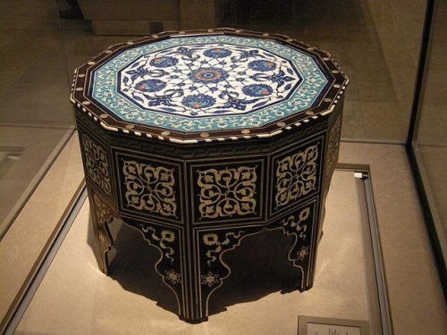 640px-WLA_vanda_Ottoman_marquetry_and_tile-top_table_2.jpeg