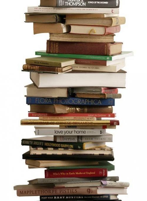 papier-peint-piles-de-livres-tracy-kendall.jpeg