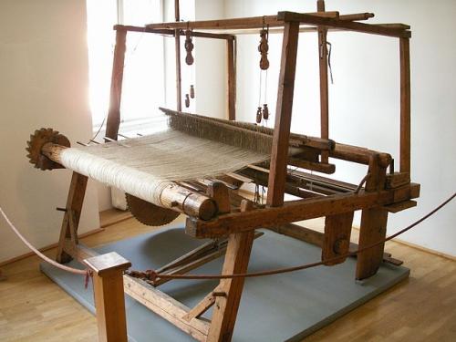 640px-Webmaschine_in_Tirolervolkskunstmuseum.jpeg