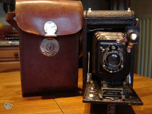 Appareil photo ancien Kodak.jpeg