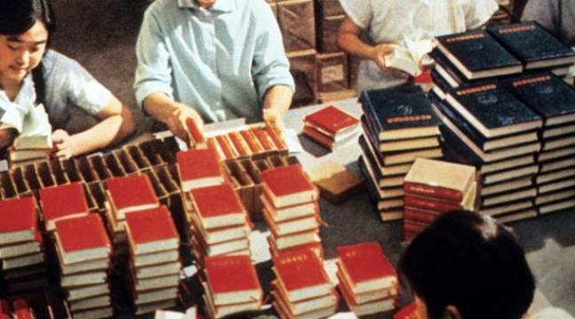 648x360_employes-chinois-imprimerie-nationale-rangent-exemplaires-petit-livre-rouge-mao-zedong-a-pekin-1971.jpeg