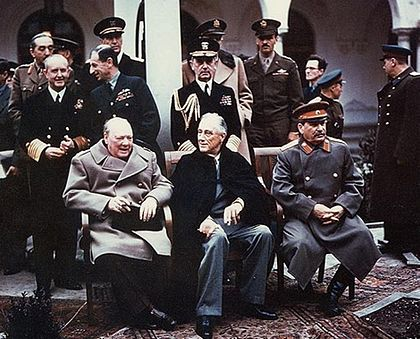 420px-Yalta_summit_1945_with_Churchill_Roosevelt_Stalin.jpg