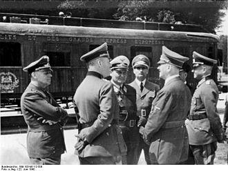 330px-Bundesarchiv_Bild_183-M1112-500_Waffenstillstand_von_Compiègne_Hitler_Göring.jpg