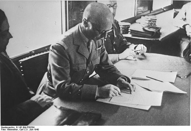 640px-Bundesarchiv_B_145_Bild-P50284_Compiègne_Waffenstillstandvertrag_Huntziger.jpg