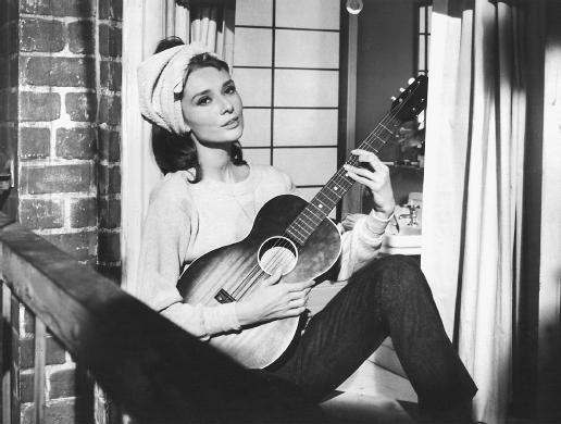 audrey-hepburn-bampw-beauty-breakfast-at-tiffanys-guitar-Favim.com-203409.jpg