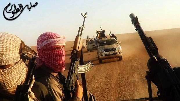 4572615_6_456f_des-soldats-de-l-etat-islamique-en-irak-et-au_5d42dd5d81c7ff08c4305b187f10c78b.jpg