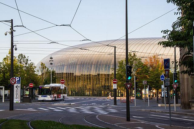 640px-Strasbourg_place_de_la_Gare_août_2013.jpg