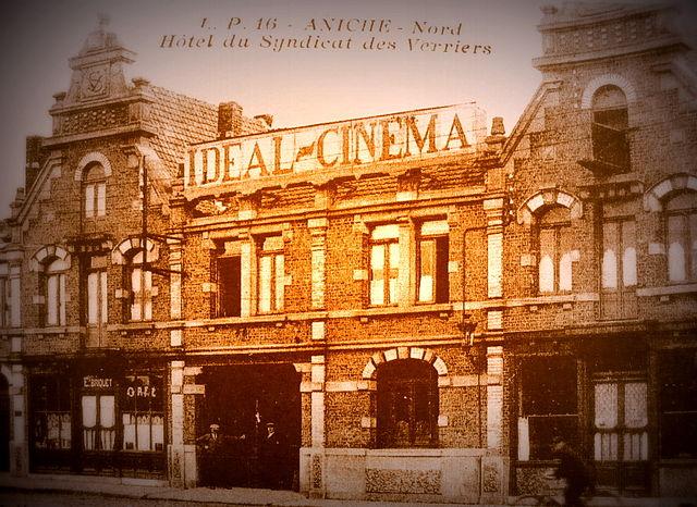 640px-L'Idéal_Cinéma_-Jacques_Tati.jpg