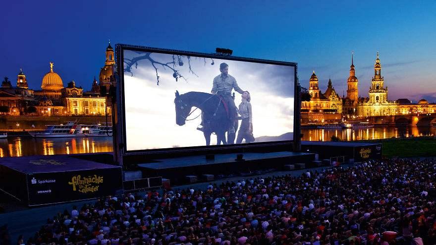les-15-plus-belles-salles-de-cinema-au-monde-22.jpg