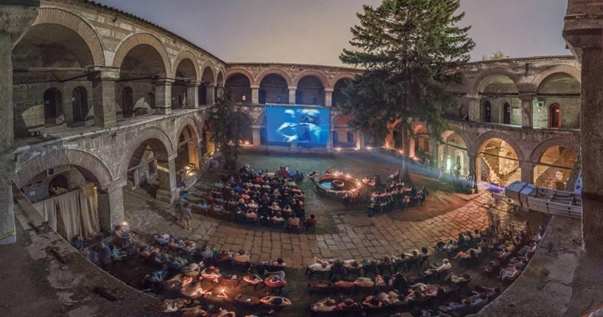 les-15-plus-belles-salles-de-cinema-au-monde-05.jpg
