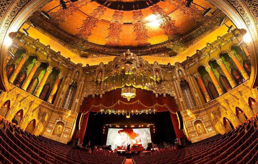 les-15-plus-belles-salles-de-cinema-au-monde-09.jpg