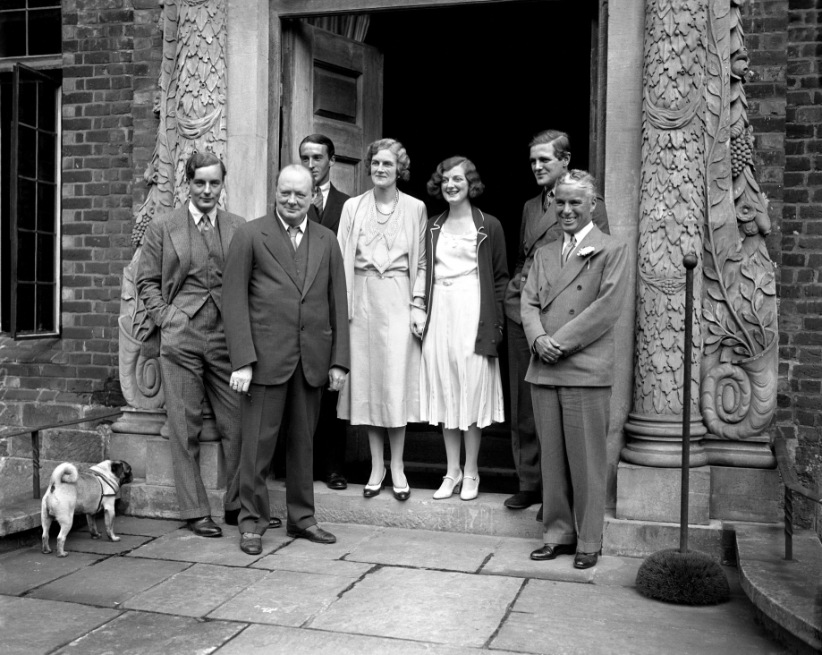 Charlie-Chaplin-visits-WInston-Churchill-and-family-1931-PA-5539078.jpg