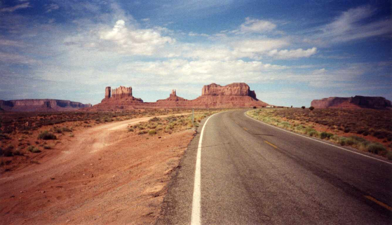 R66_UT_Monument_Valley.jpg