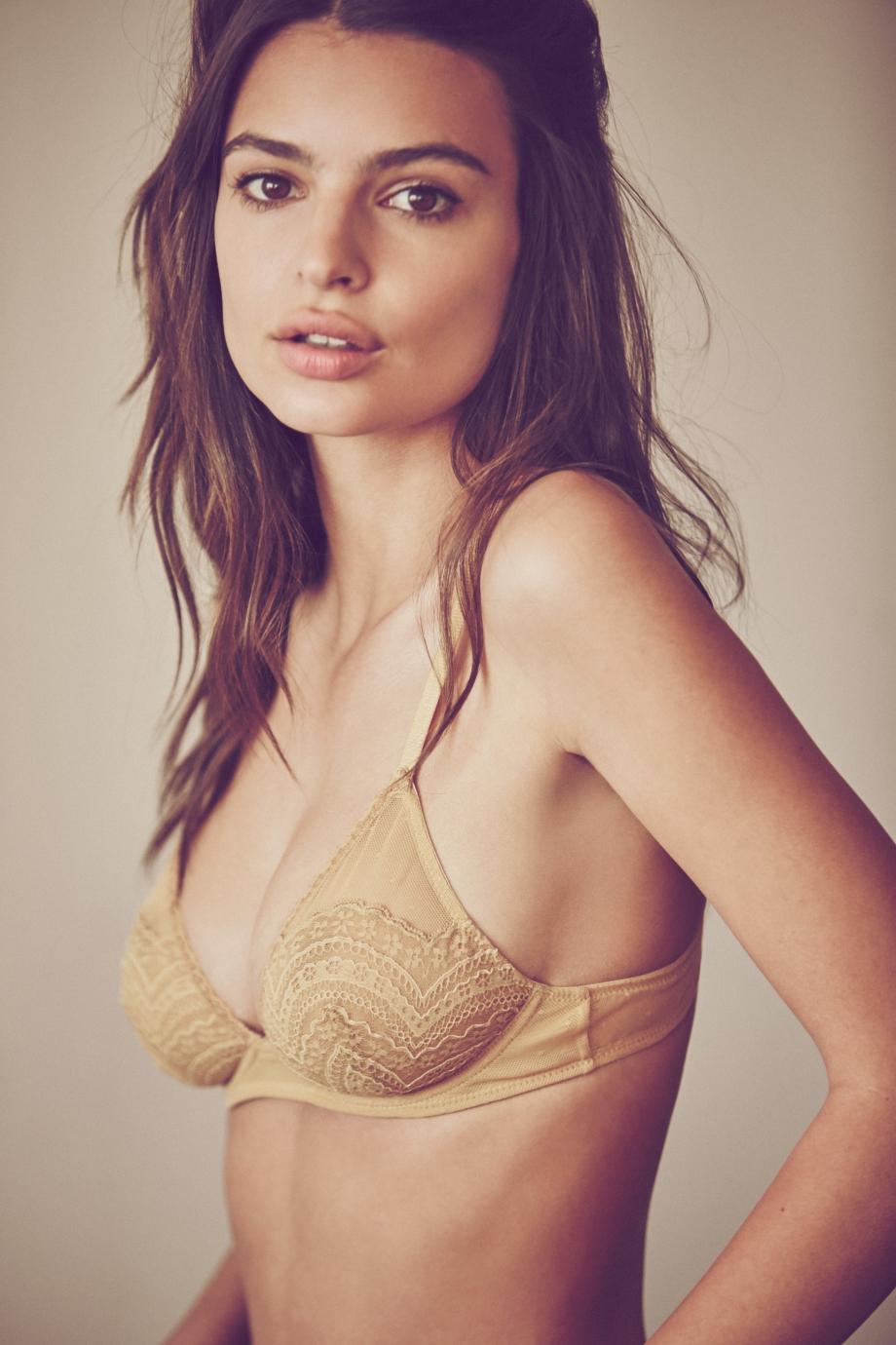 Emily-Ratajkowski-Lingerie-1.jpg