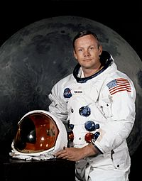 200px-Neil_Armstrong_pose.jpg